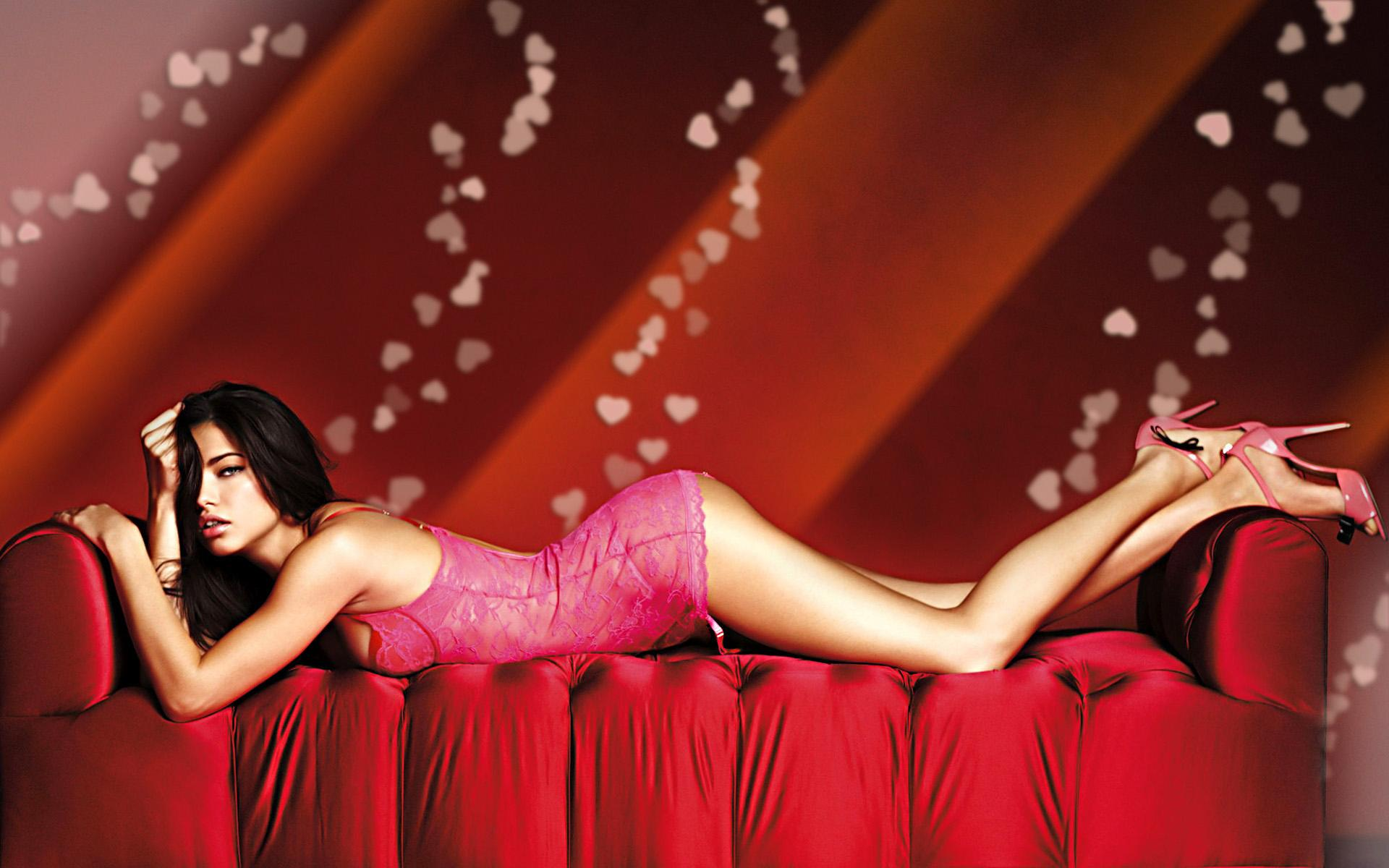 Обои Adriana Lima on a sofa 1920x1200
