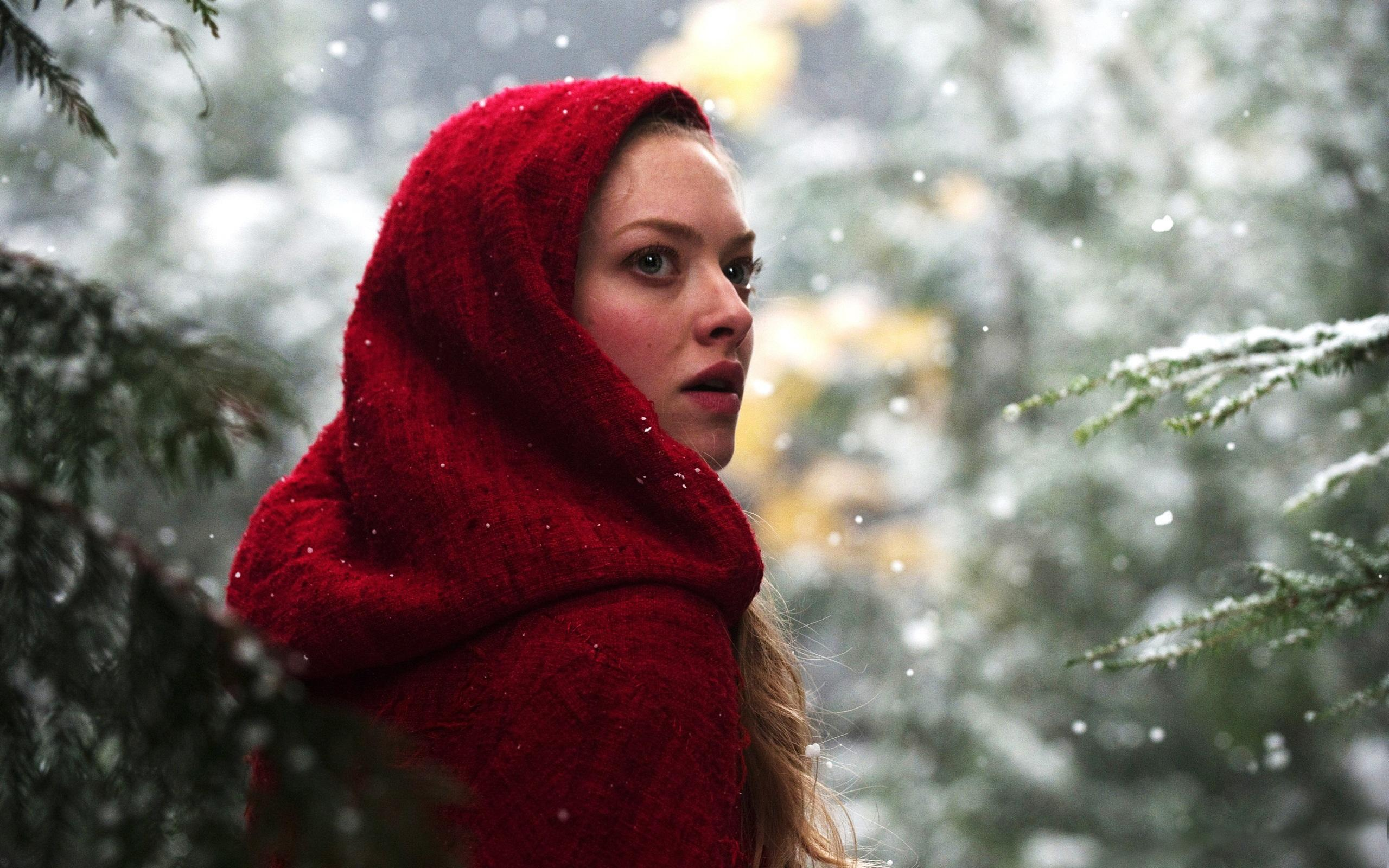 Обои Amanda Seyfried in Red Riding Hood 2560x1600