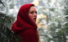 Amanda Seyfried in Red Riding Hood / 2560x1600