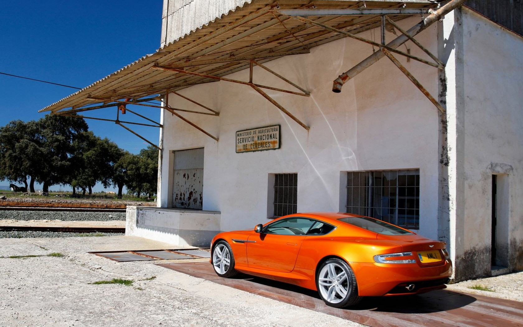 Обои Aston Martin Virage 1680x1050