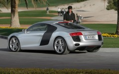 Audi R8 and Man / 1600x1200