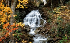 Autumn waterfall / 1680x1050