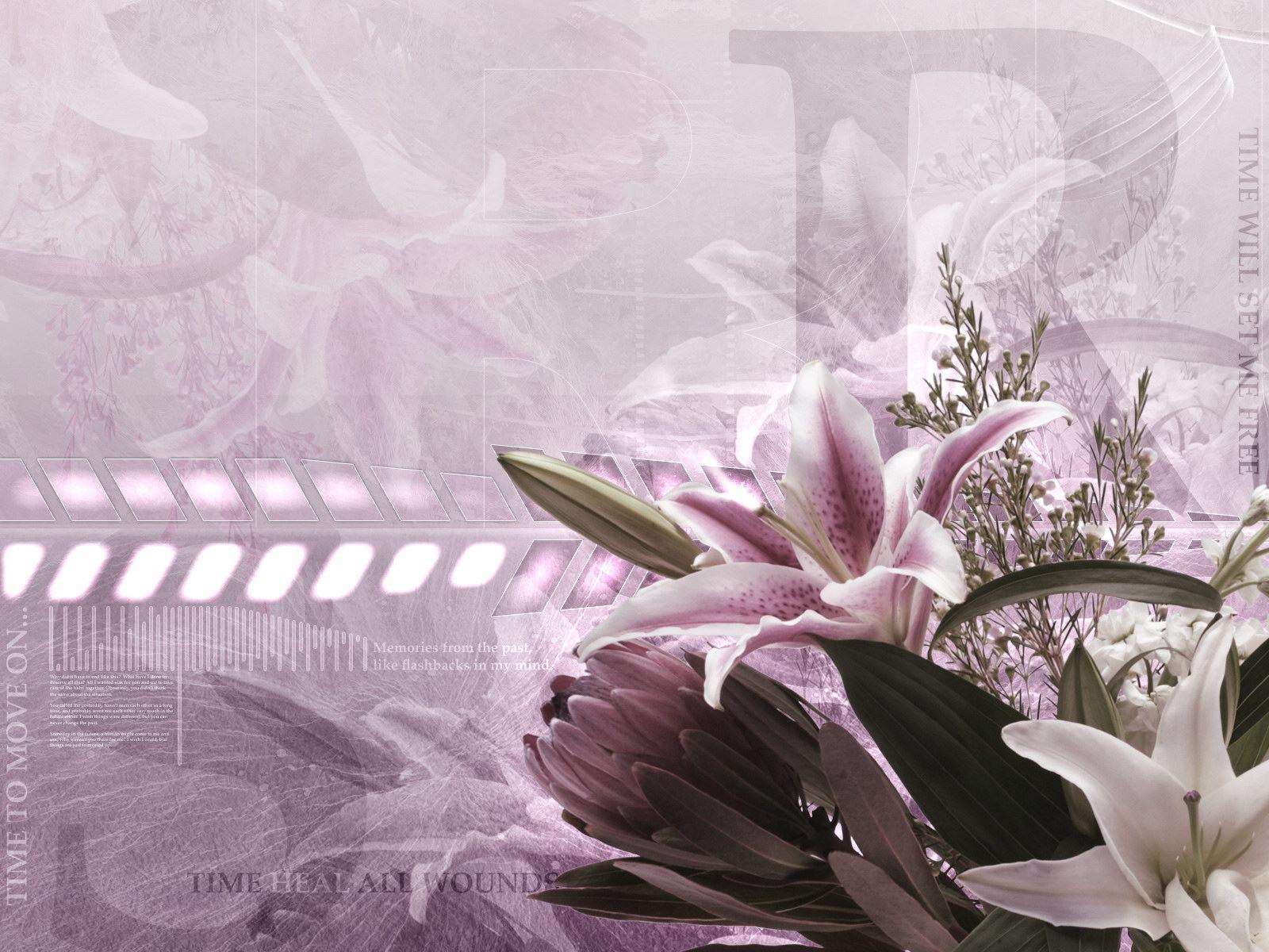 Цветок с розовыми листьями