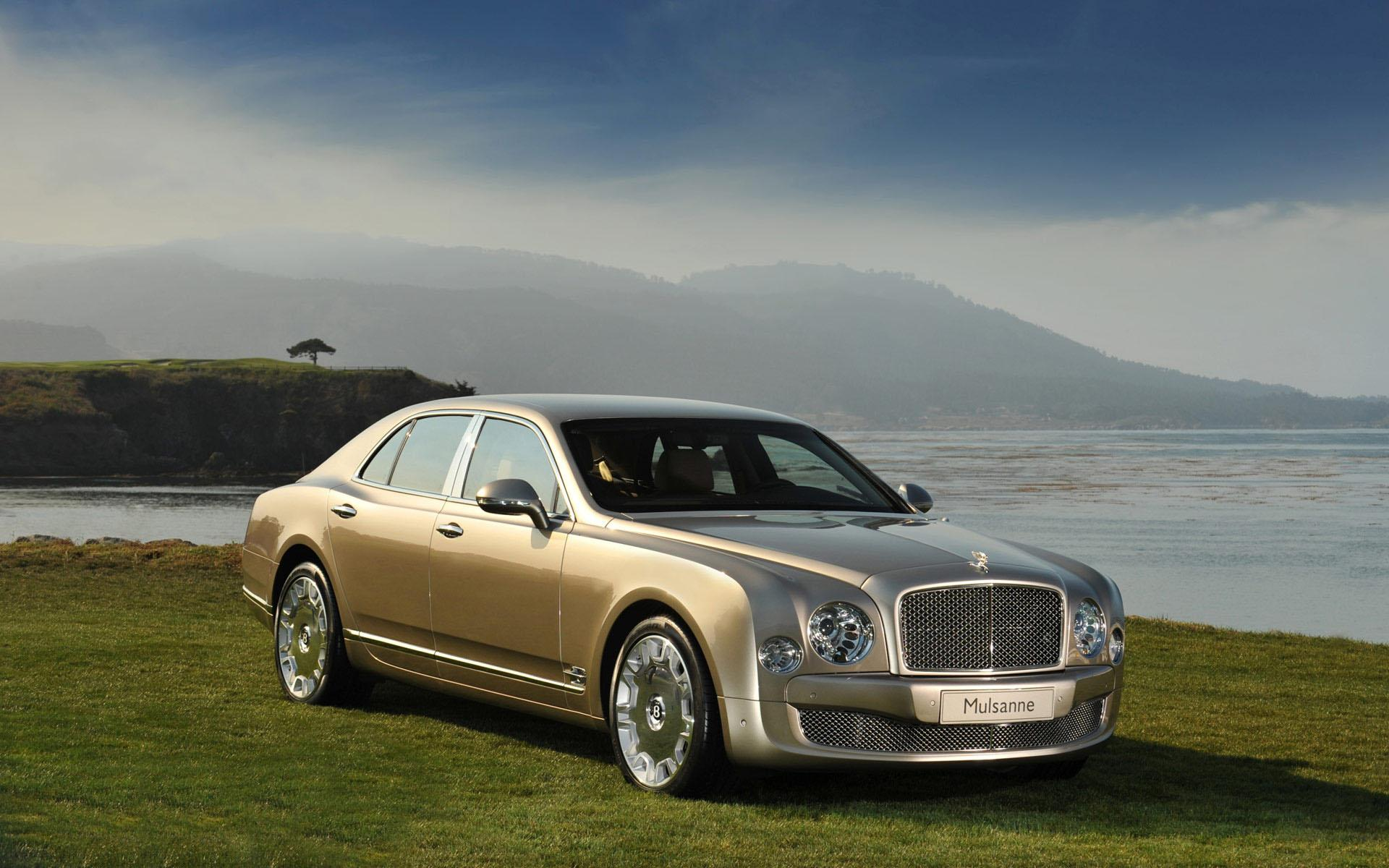 Обои Bentley mulsanne на траве 1920x1200