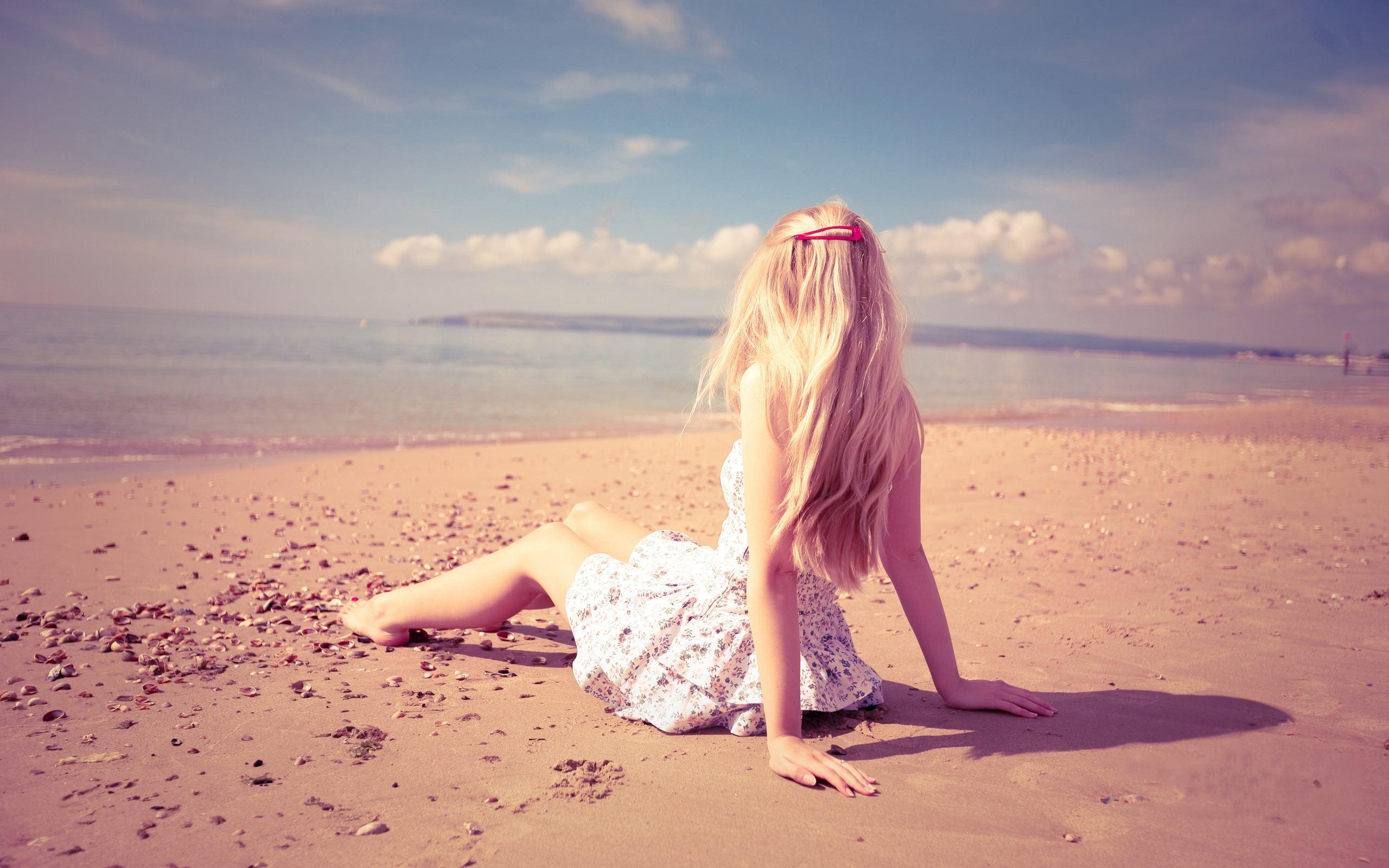 Фото блондинок сзади на море 13 фотография