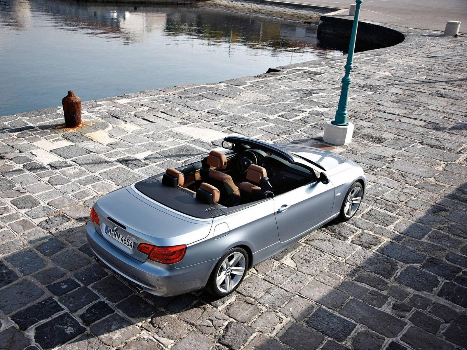 Обои BMW-3-Series Convertible 2011 1600x1200