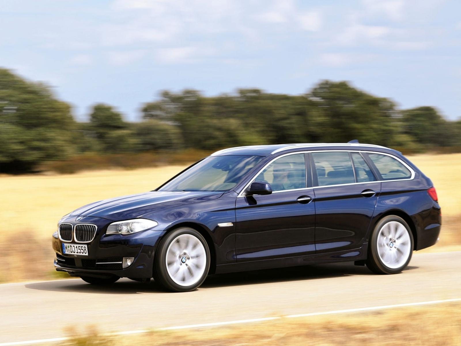 Обои BMW-5-series-Touring-2010 1600x1200