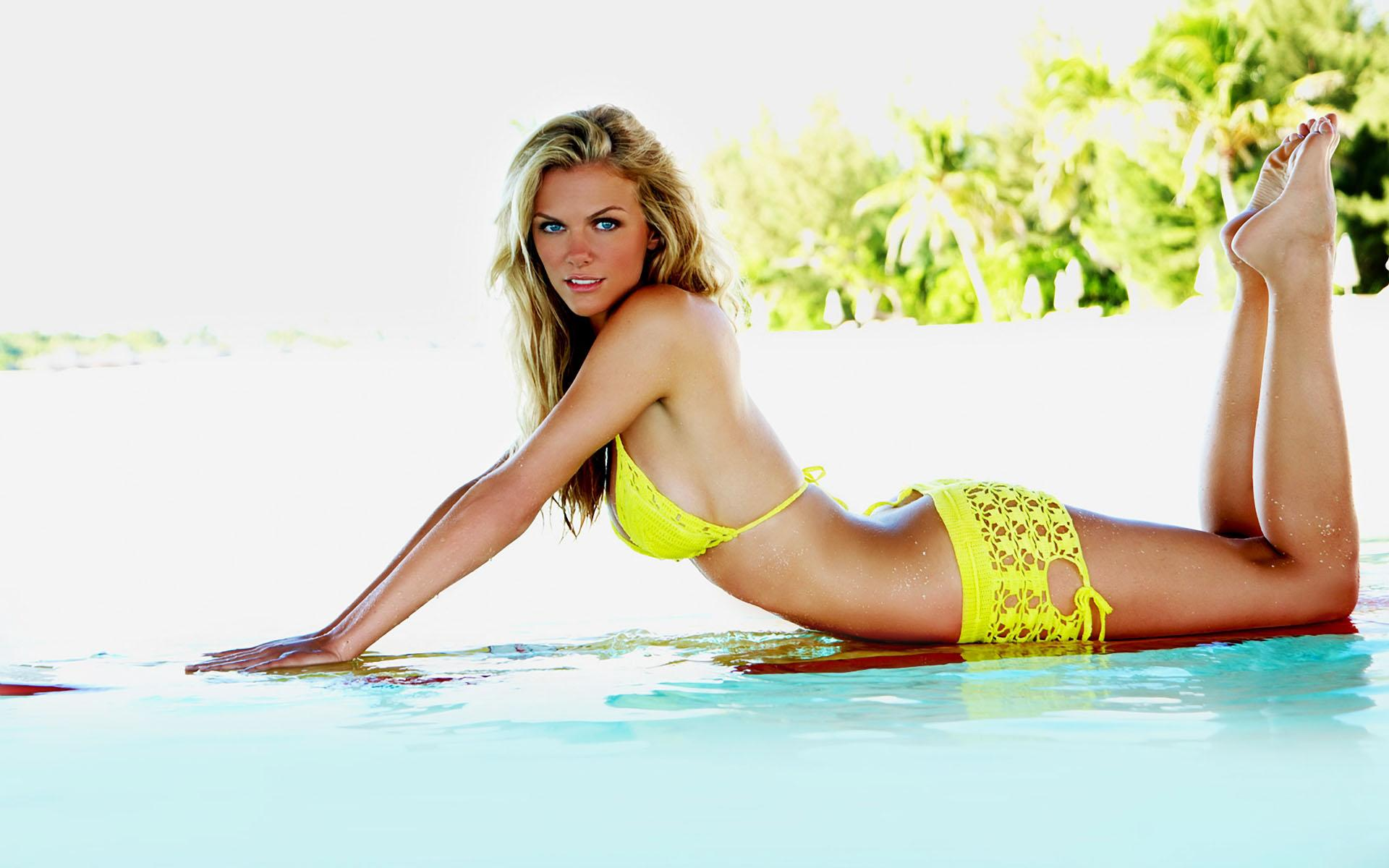 Обои Brooklyn Decker 1920x1200