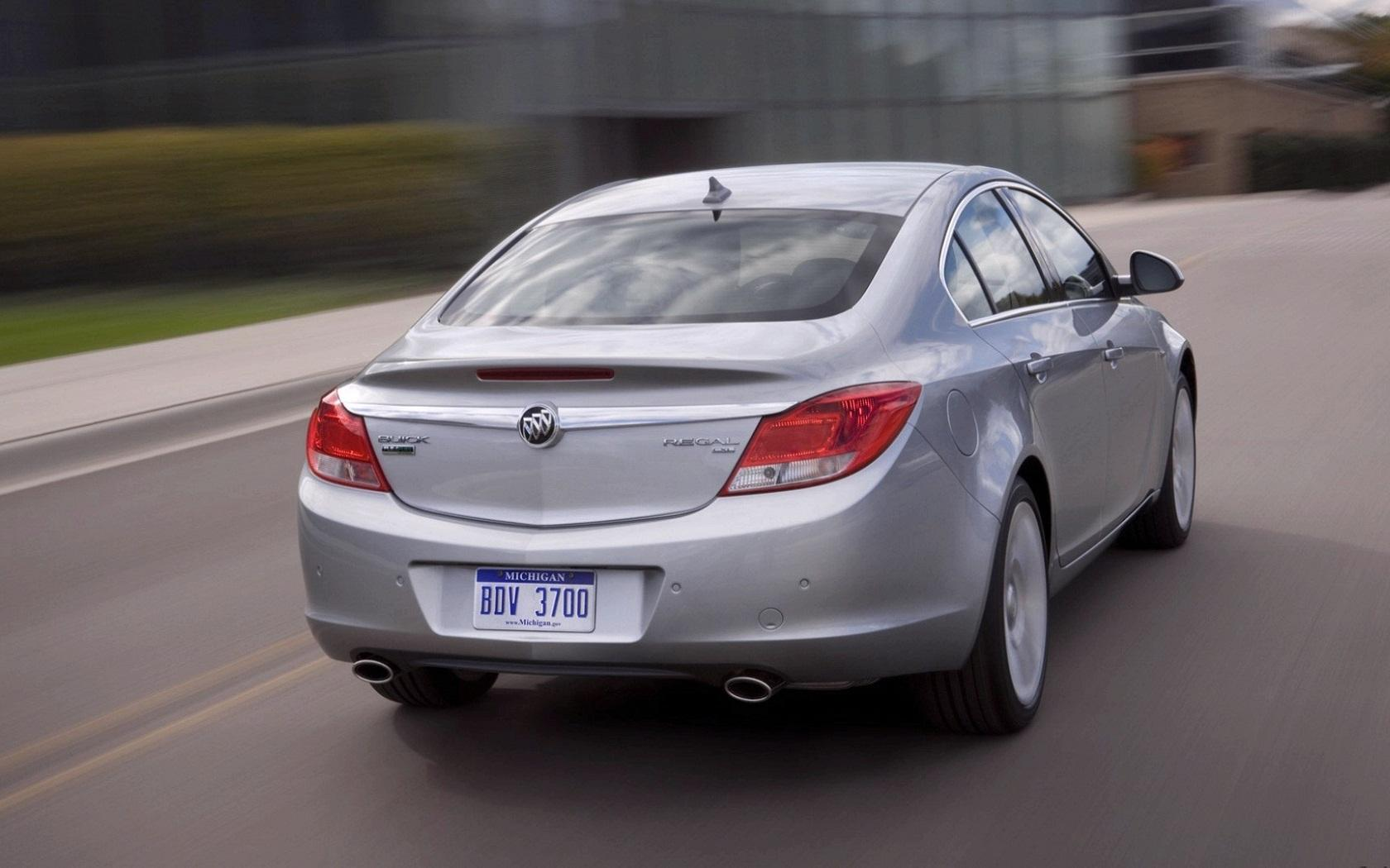 Обои Buick Regal вид сзади 1680x1050