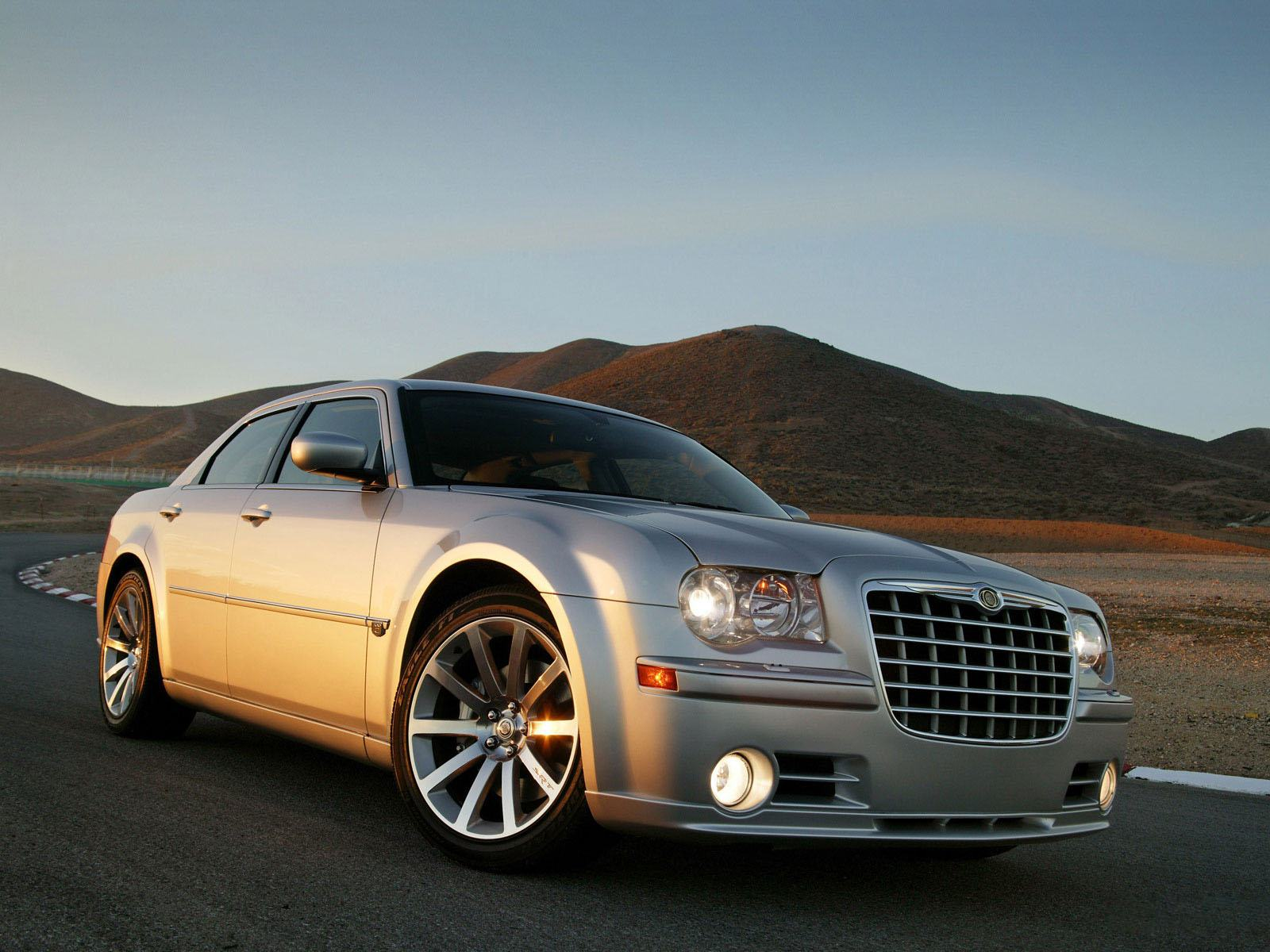 Обои Chrysler 300C серебристый 1600x1200