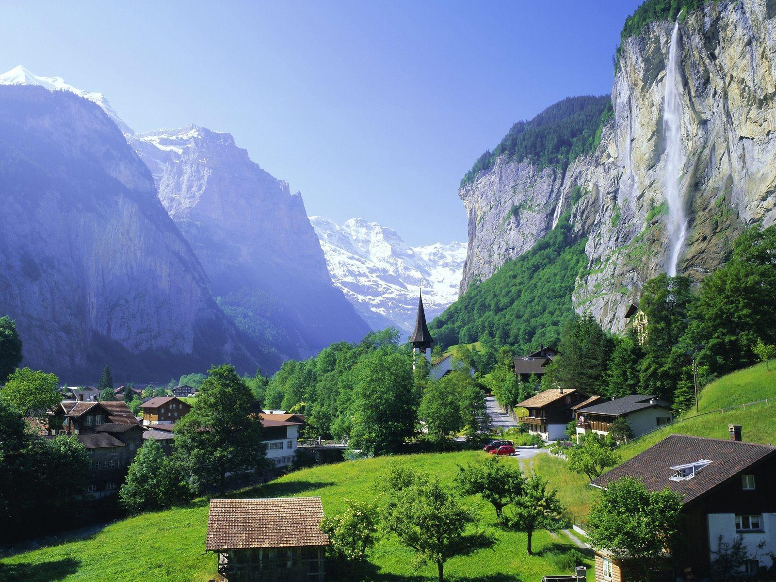Скачать обои деревня в горах 1600x1200