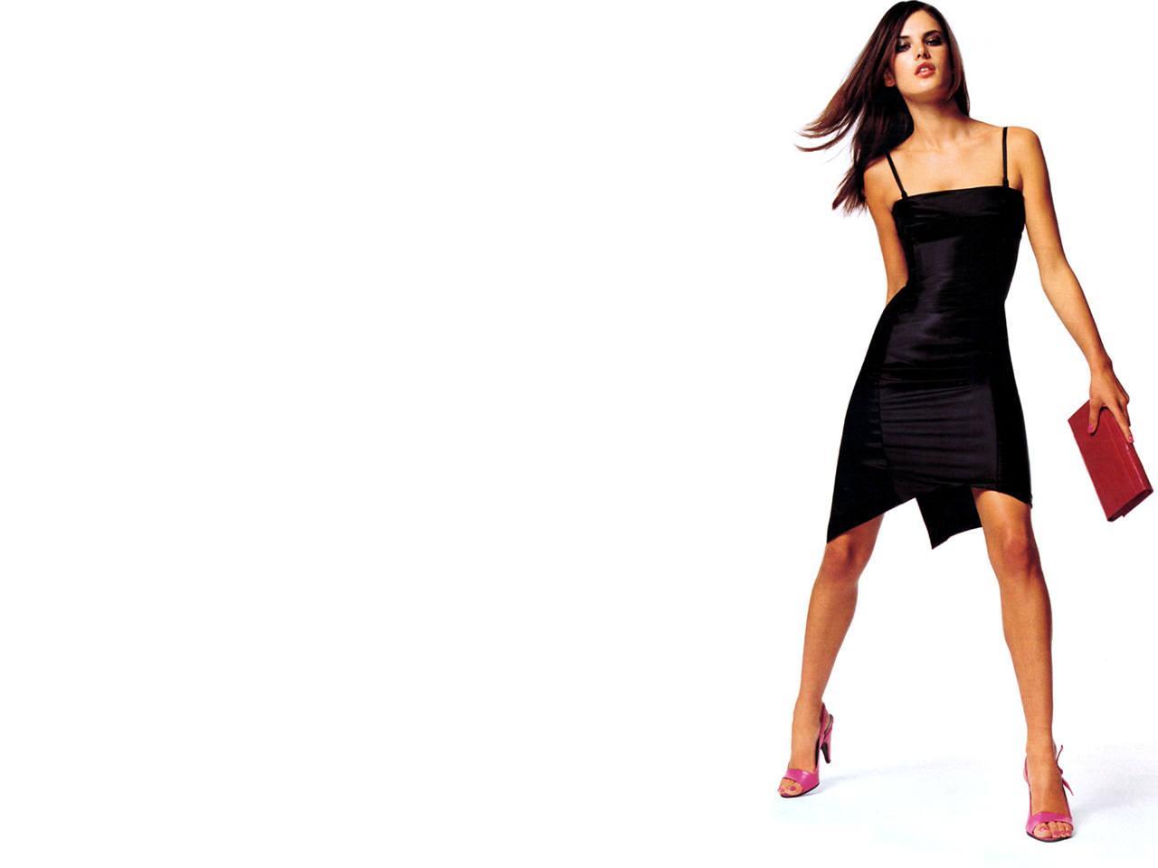 Телка в черном платье 18 фотография