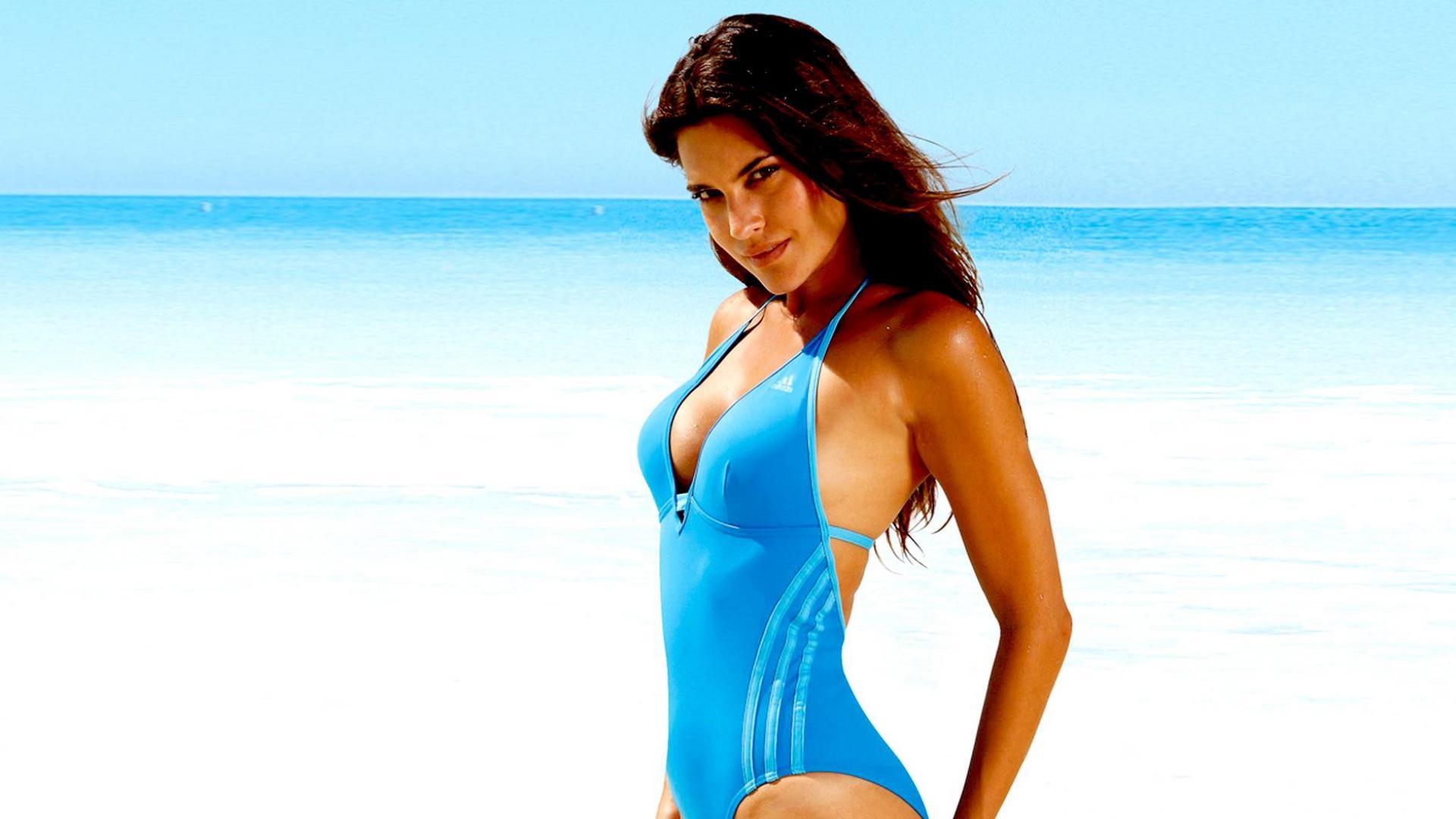 Тёлка на пляже фото 11 фотография