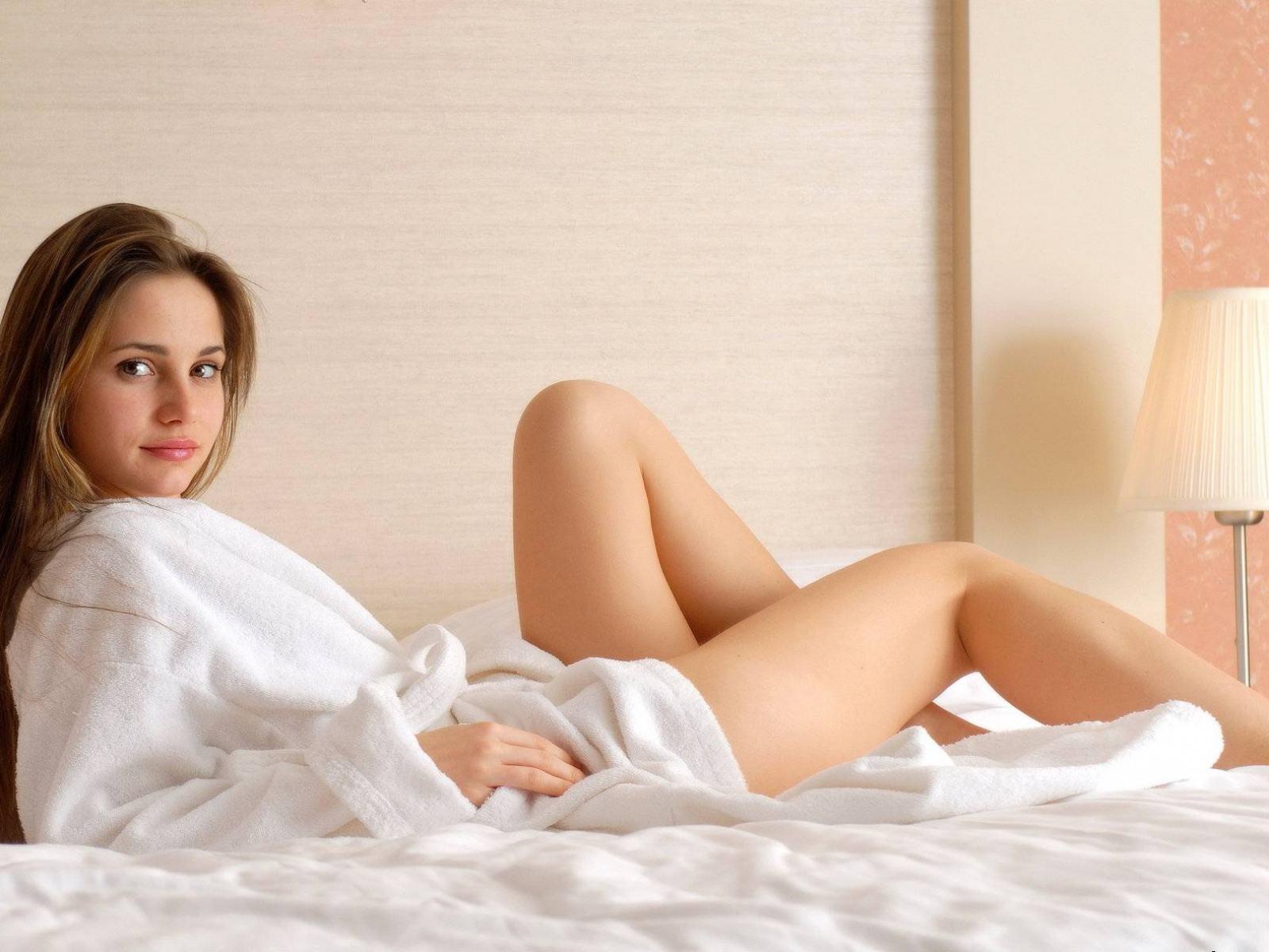 фото девушек в халатике