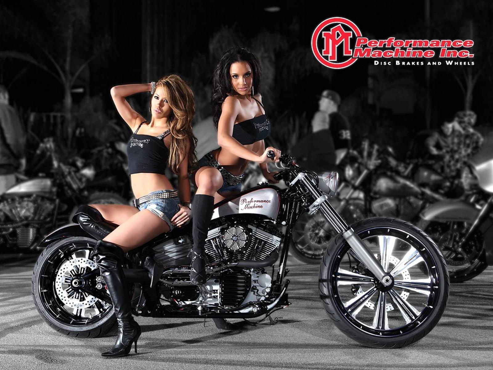 Сексуальная девушка и мотоцикл 1 фотография