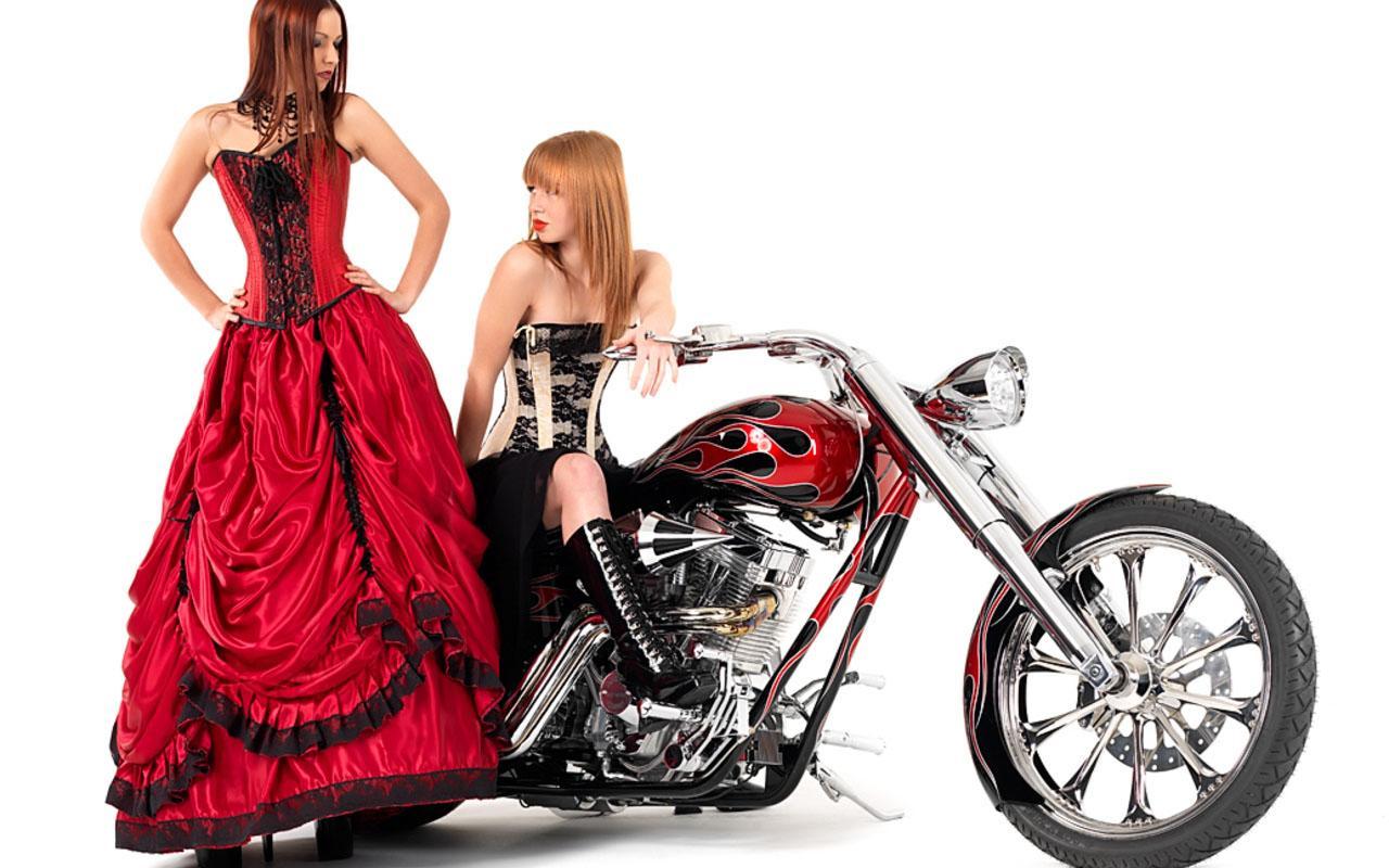 Сексуальная девушка и мотоцикл 16 фотография