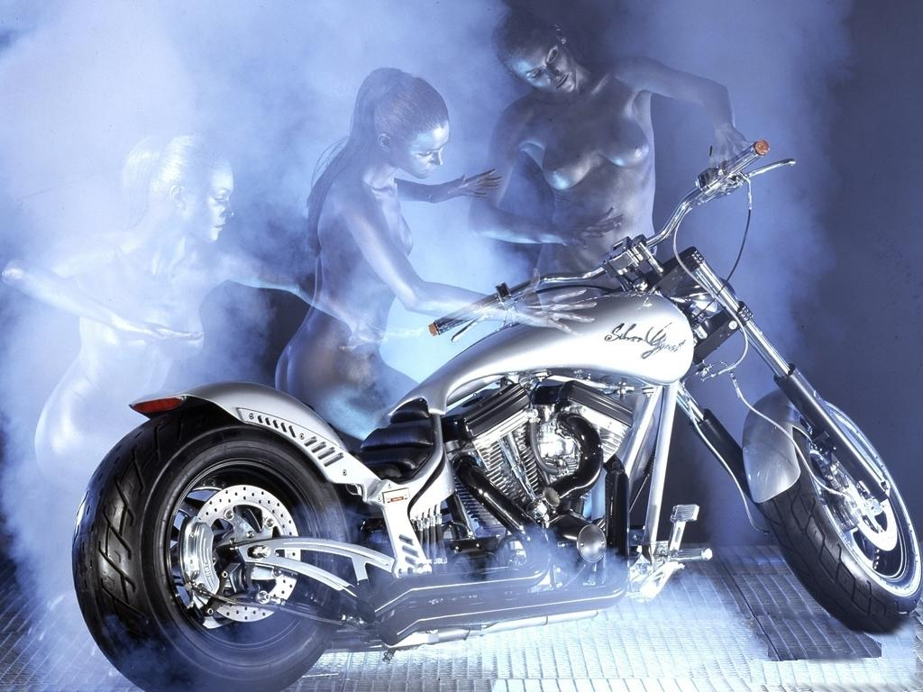 Сексуальная девушка и мотоцикл 13 фотография