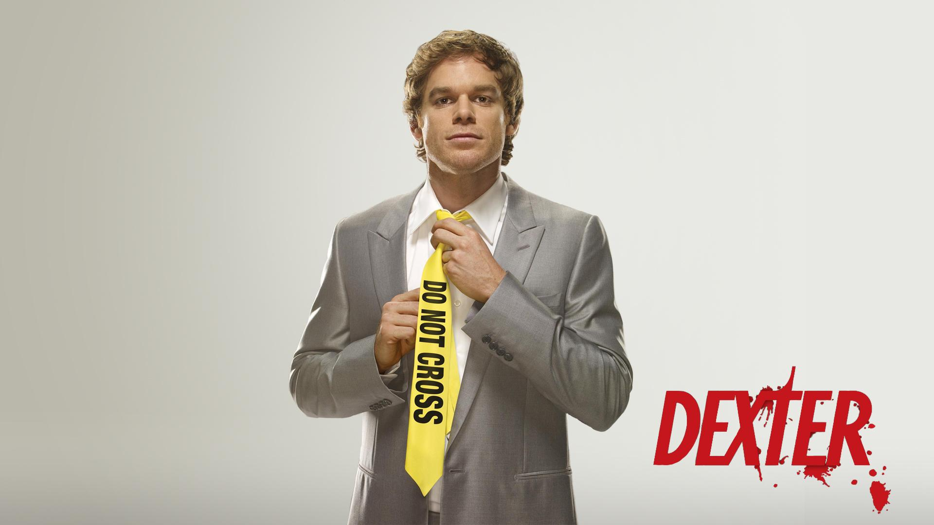 Обои Dexter Morgan в галстуке Do Not Cross 1920x1080