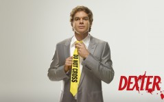 Dexter Morgan в галстуке Do Not Cross / 1920x1080
