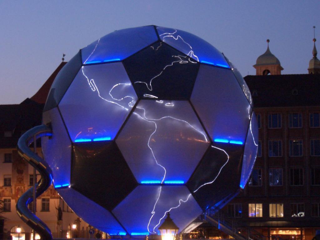 Скачать обои германский мяч 1024x768