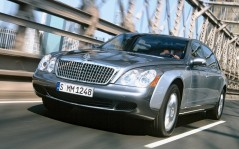 Gray maybach / 1920x1440