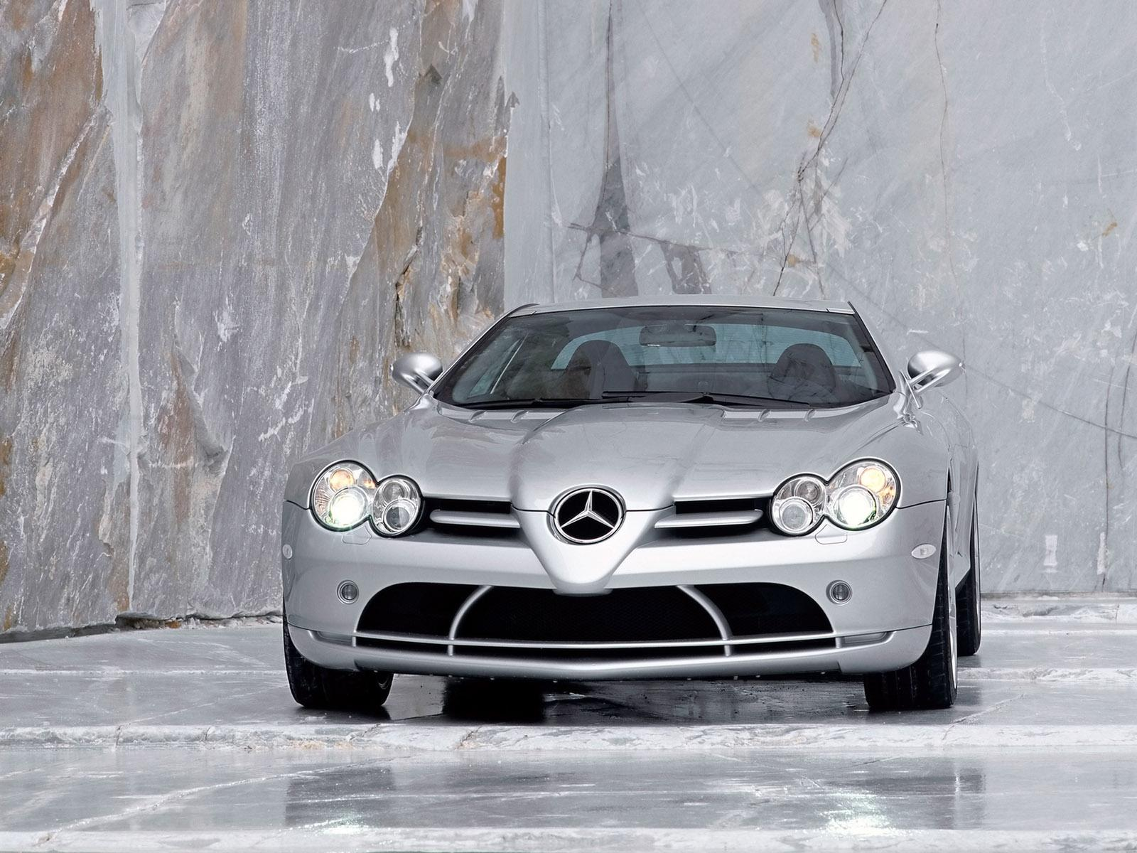 Обои Headlights Mercedes-Benz SLR McLaren 1600x1200