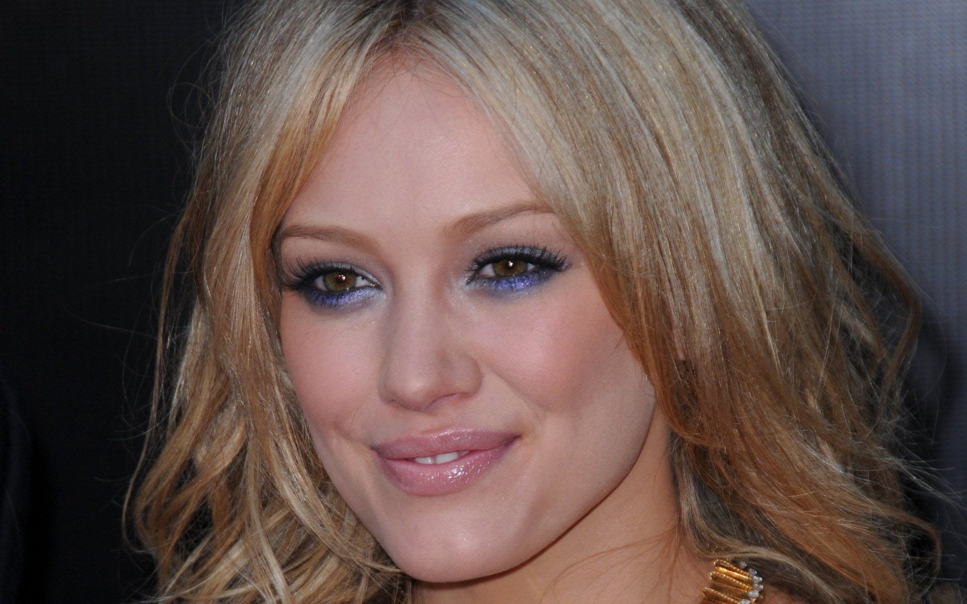 Обои Hilary Duff face 1920x1200