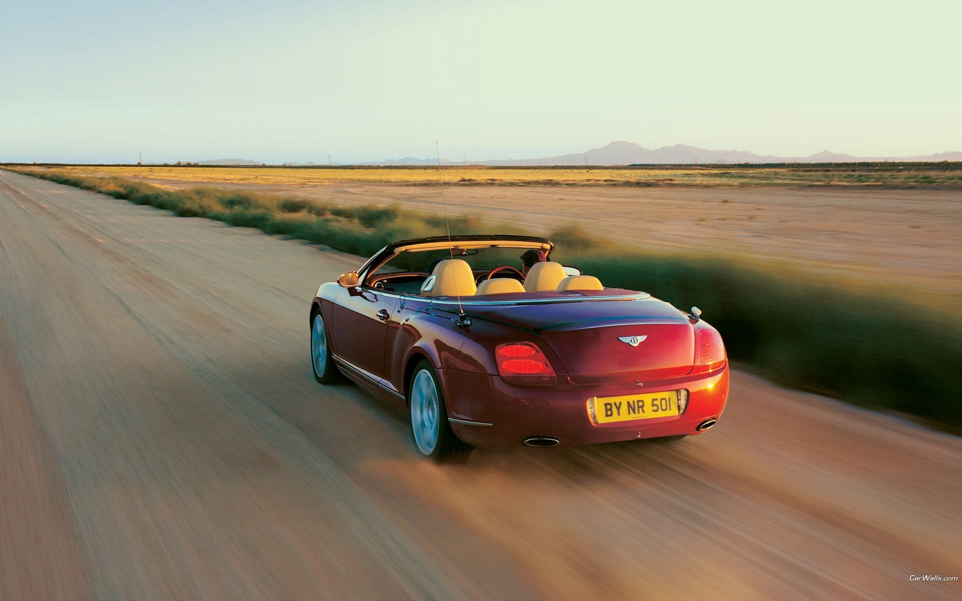 Обои Красный Bentley Continental GTC 1920x1200