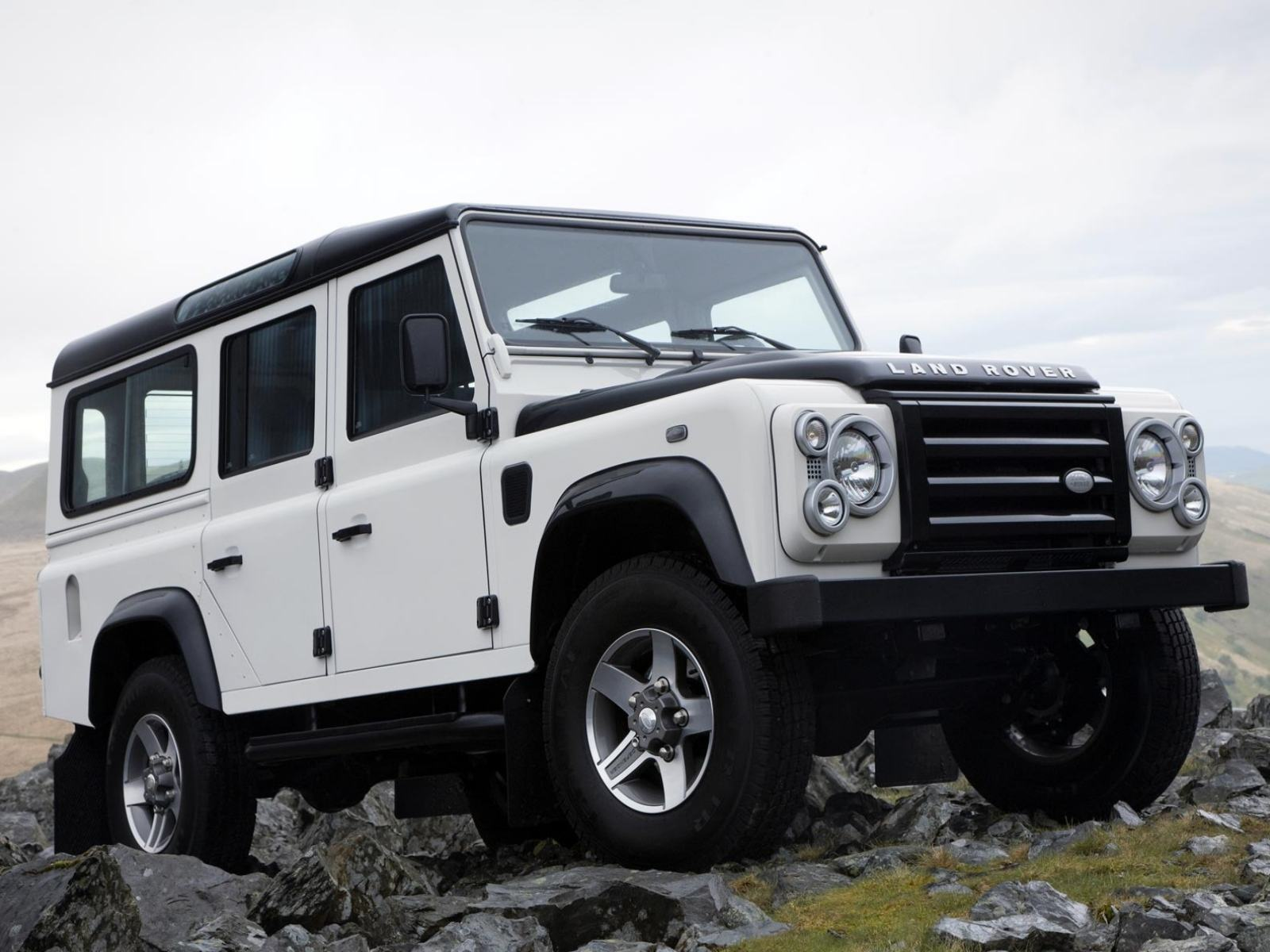 ���� Land Rover Defender Fire and Ice 1600x1200