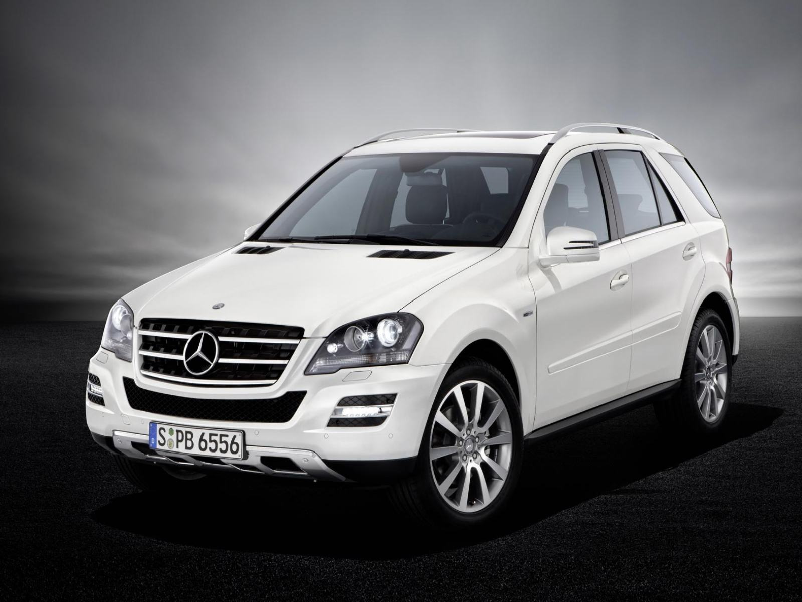 Обои Mercedes Benz M-class 2010 Grand Edition 1600x1200
