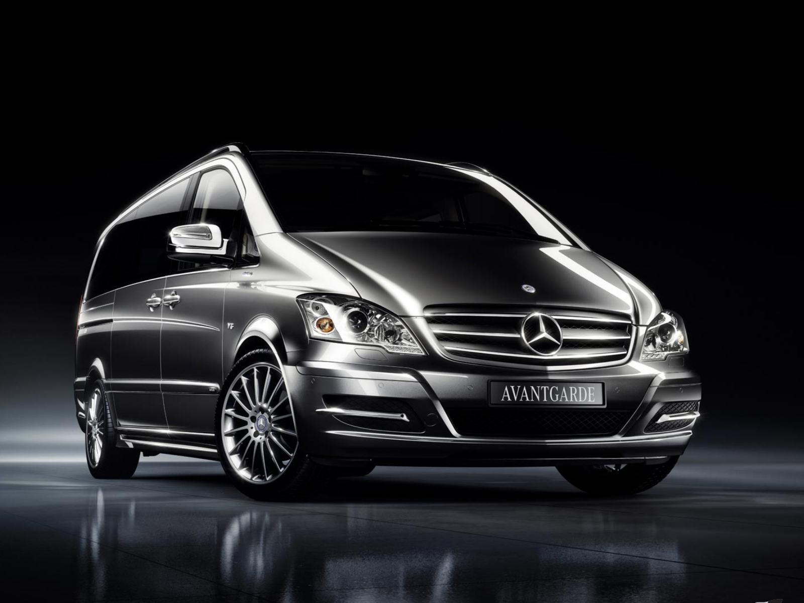 Обои Mercedes-Benz-Viano-2011-Avantgarde-Edition-125 1600x1200
