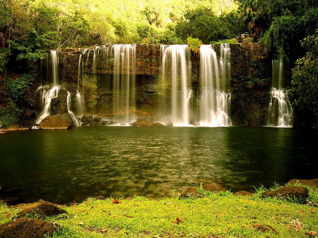 Скачать обои небольшой водопад 1280x960