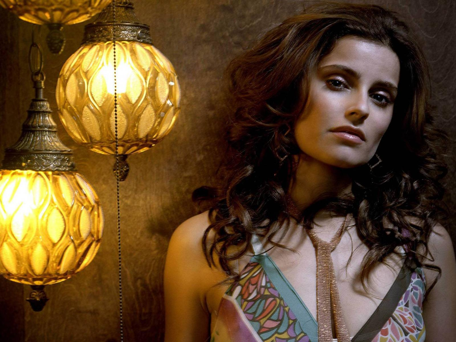 Обои Nelly Furtado 1600x1200
