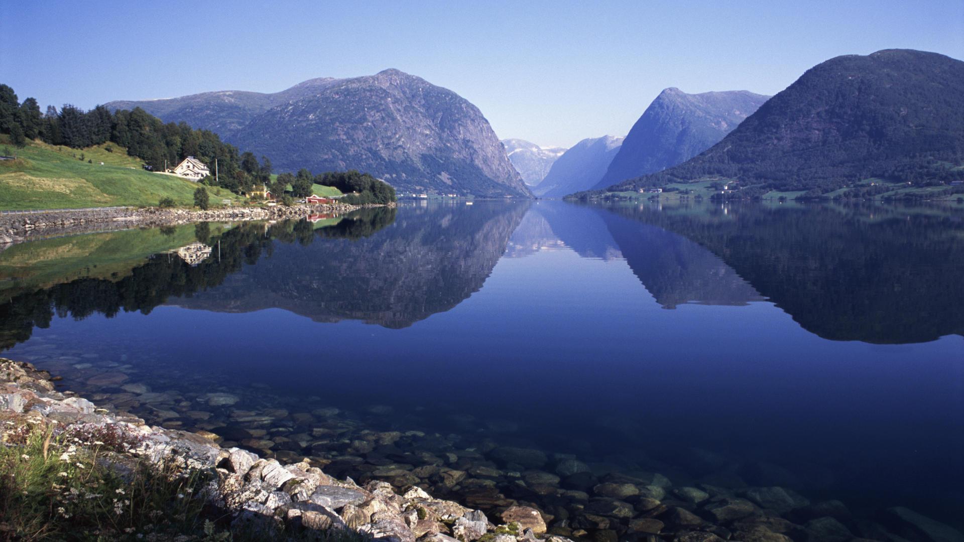 Скачать обои озеро в норвегии 1920x1080