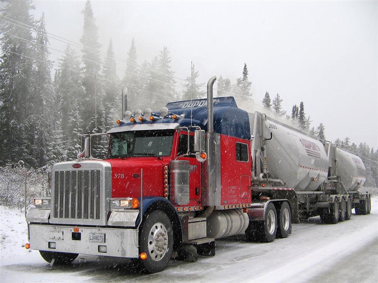 Обои Peterbilt 379 Winter 1280x960