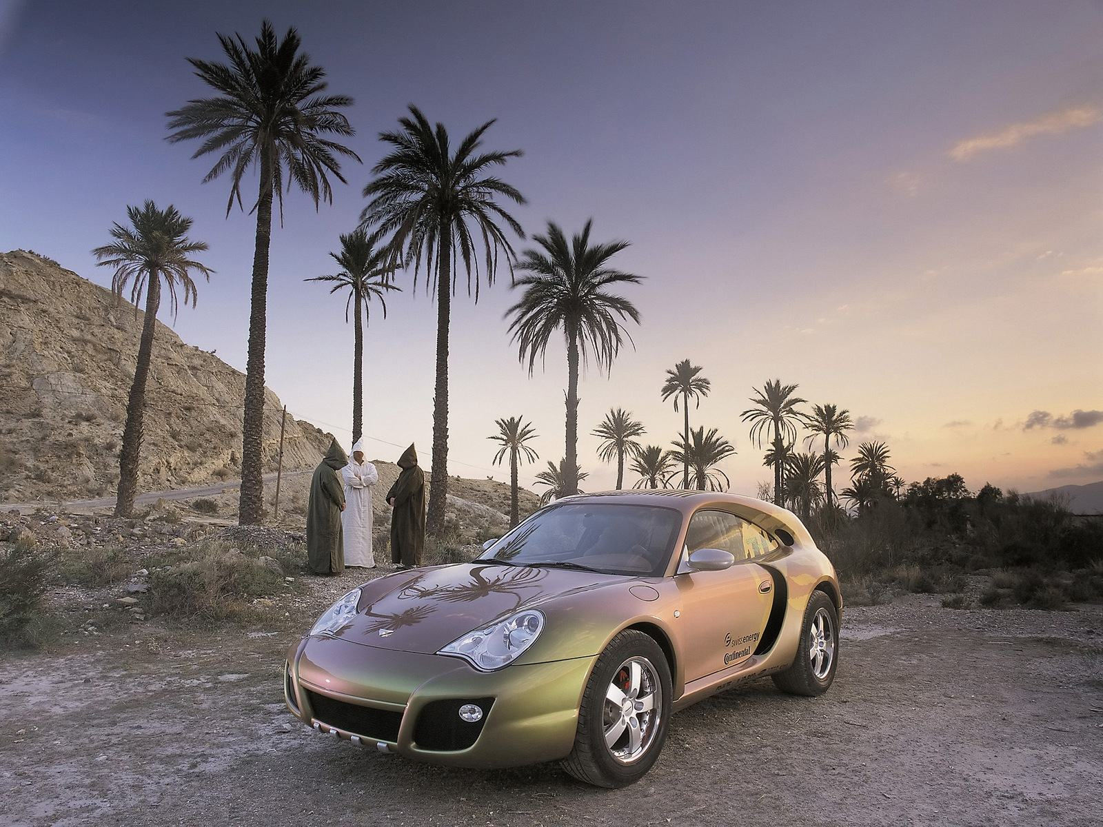 ���� Porsche and peoples 1600x1200