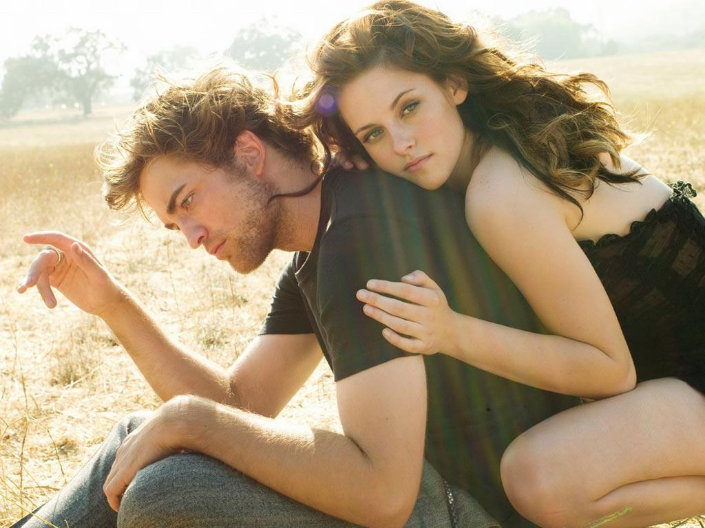 Обои Robert Pattinson and Kristen Stewart 1024x768