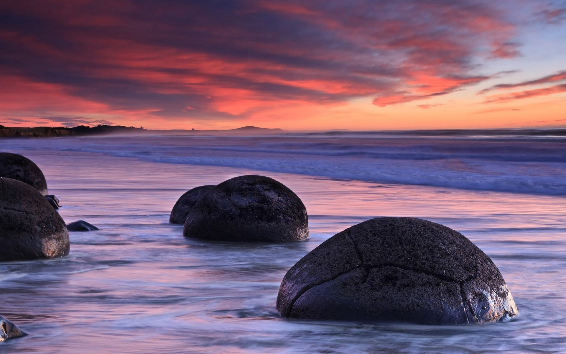 Обои Sunrise at Moreraki Boulders, New Zealand 1920x1200