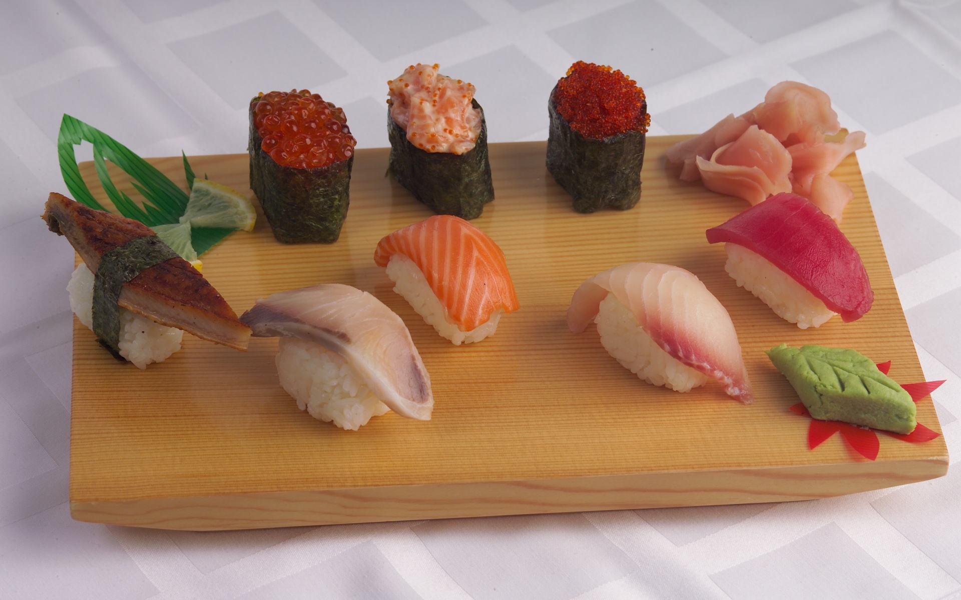 Гункан суши с рыбой