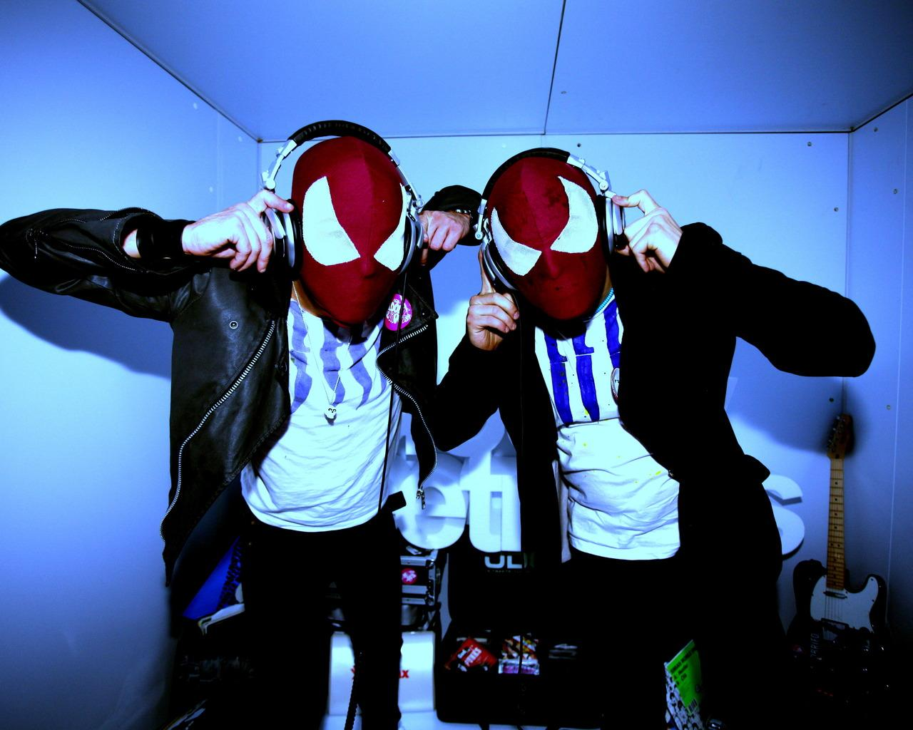 Обои The Bloody Beetroots 1280x1024
