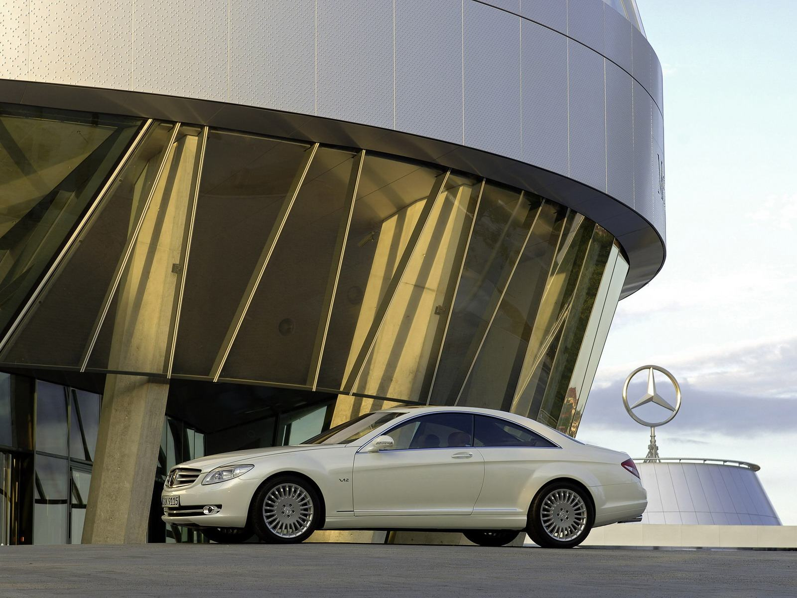 Обои White Mercedes-Benz CL Class Museum 1600x1200
