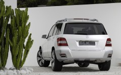 White Mercedes Benz GLK / 1600x1200