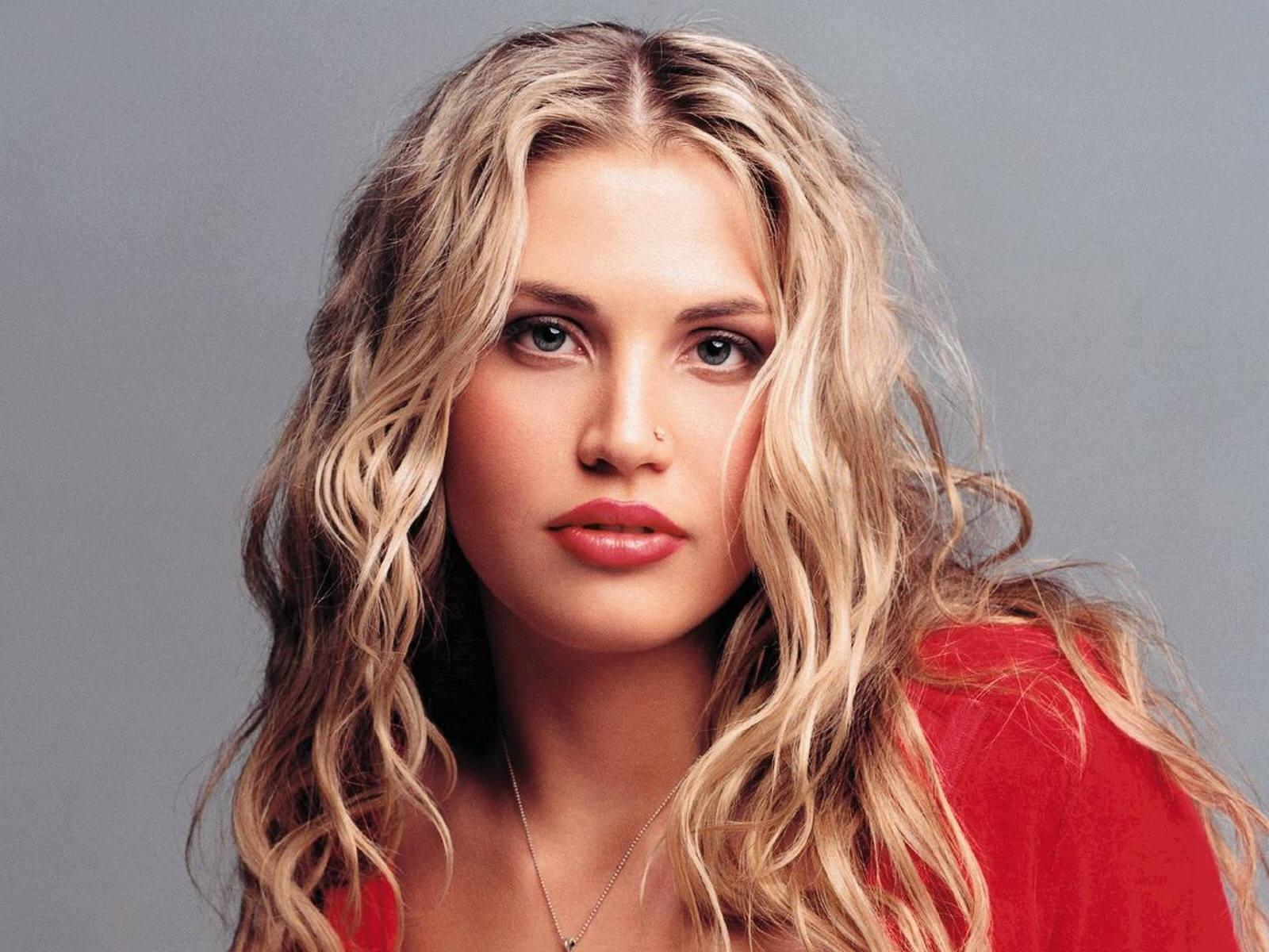 Обои Willa Ford 1600x1200