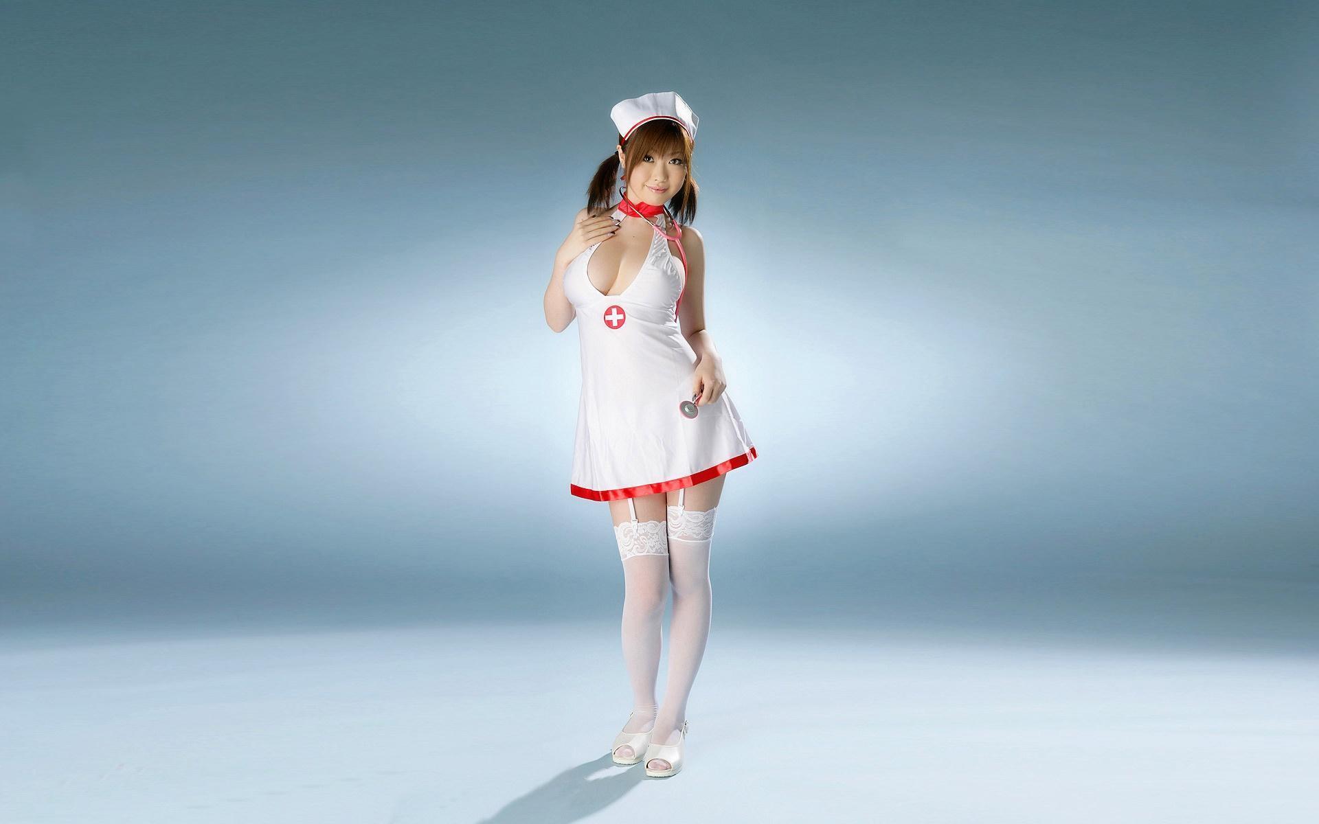 Рыжая медсестричка по своему подлечила солдата 15 фотография