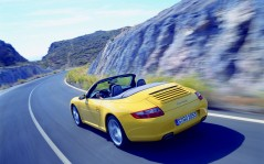 Yellow Porsche Carrera / 1600x1200